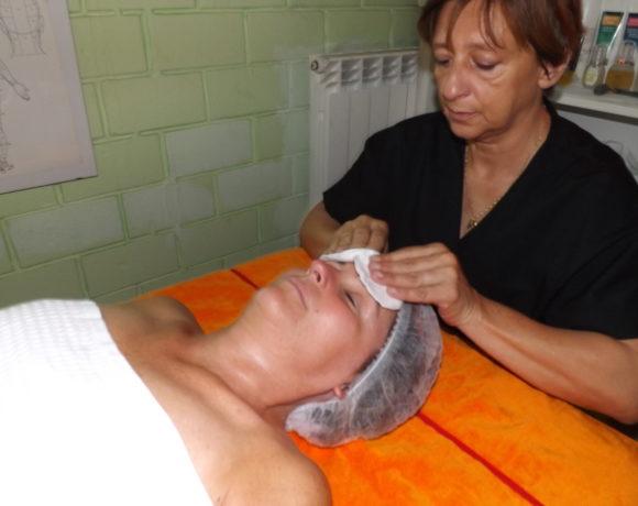 Massaggio al viso con i cristalli