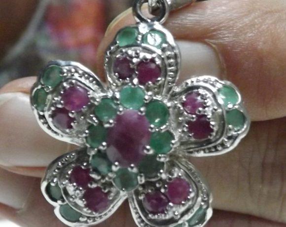 Ciondolo argento 925 Fiore di smeraldi e rubini