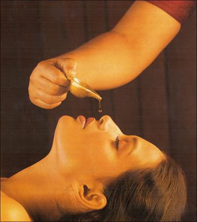 Nasya – trattamento orecchie-naso